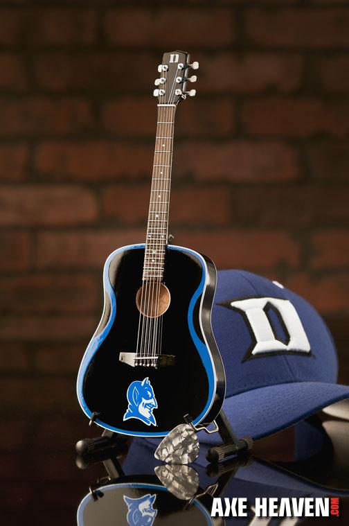 1_Duke_8073_Mini Guitar