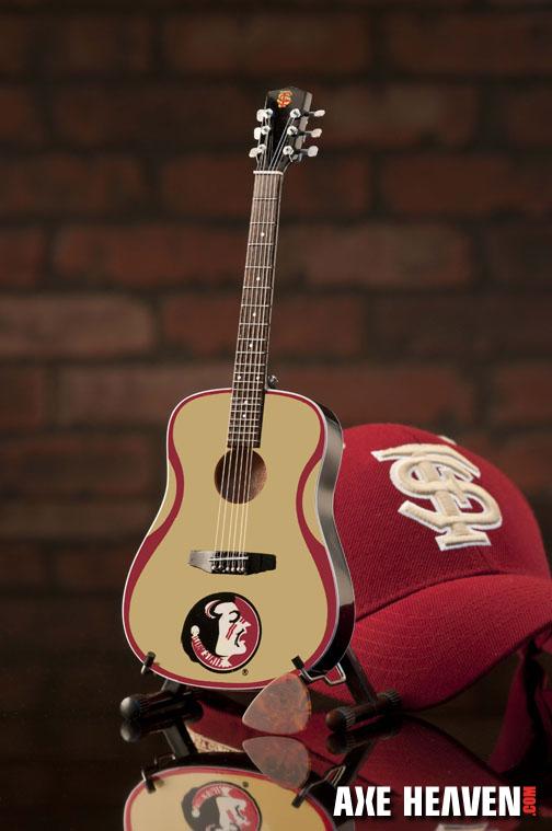 1_R_8073_Mini Guitar