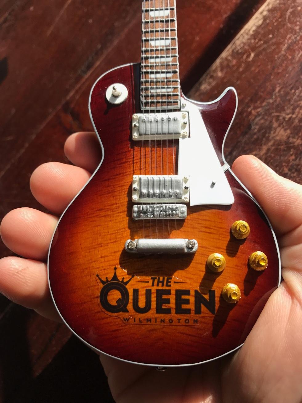 TheQueen-Promo-Guitar