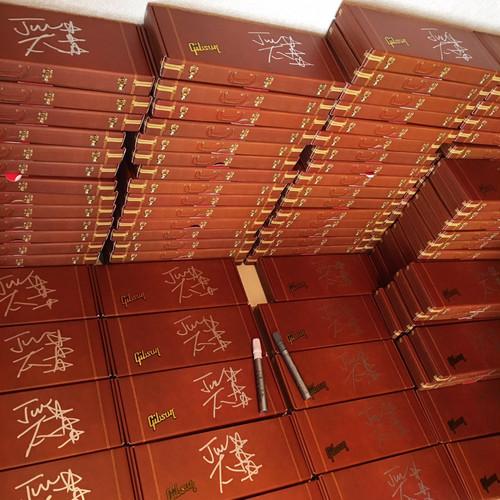 森純太 MORI JUNTA Autographed Officially Licensed Gibson™ by AXE HEAVEN® Mini Guitar Gift Boxes