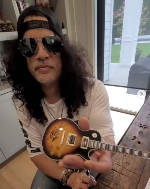 Slash Autographs Officially Licensed Gibson Les Paul Mini Guitar Replica Collectible